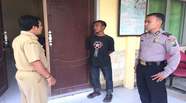 Pemuda telantar asal Palembang diserahkan polisi ke Dinsosnakertrans Sampang, Madura, Senin (28/11/2016)