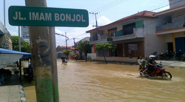 Dokumen Foto Banjir di Kota Sampang, Madura, Jawa Timur.