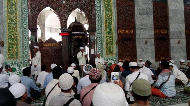 Pengurus Gerakan Umat Islam Pamekasan memberikan pengarahan di Masjid Agung As-Syuhada Pamekasan, Rabu (30/11/2016)