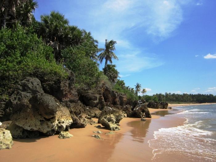 Pantai-Ambuten-via-mzrick27.blogspot.co_.id_.jpg