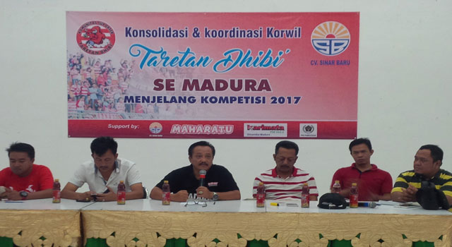 Rapat koordinasi dan konsolidasi suporter Taretan Dhibik menjalan kompetisi pramusim Piala Presiden 2017.