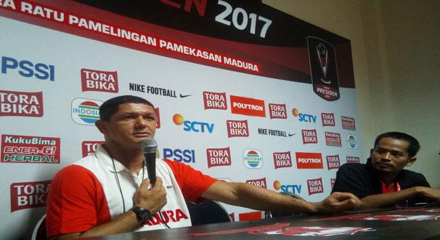 Pelatih Madura United FC Mario Gomes De Oliviera.