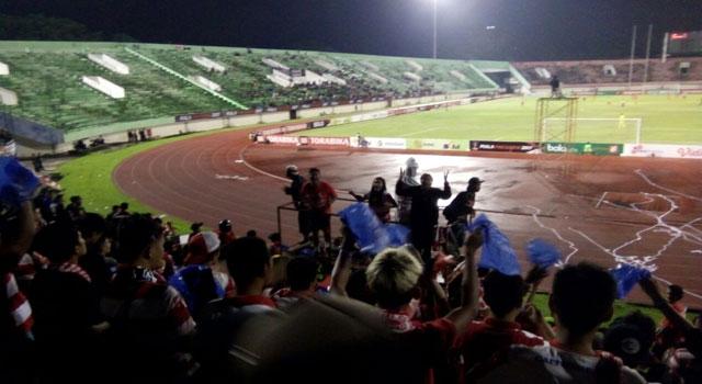 Laga tanding antara Madura United FC melawan Borneo FC pada Piala Pesiden 2017 di Stadion Manahan Solo, Sabtu (25/2/2017) malam.