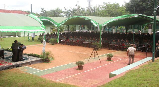 Pangdam V Brawijaya saat memberikan pengarahan kepada 516 prajurit TNI dari Pamekasan dan Sumenep di Makodim 0826 Pamekasan, Kamis (2/2/2017).