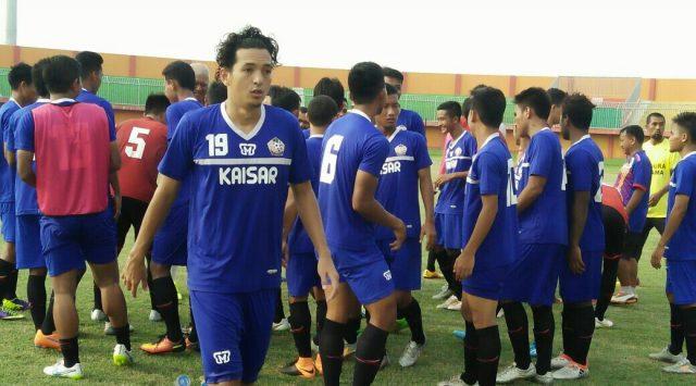 Latihan Persepam di Stadion Gelora Ratu Pamelingan, Pamekasan, Madura.